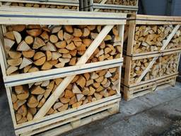 Gesplit hout in dozen (berken/eik)/Split wood in boxes